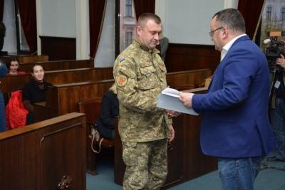 У Чернівцях 34 учасники АТО отримали витяги для придбання житла за гроші міста