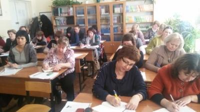 «Ніхто нікого до складання тестів не примушував»: на Буковині вчителі знову складають ЗНО