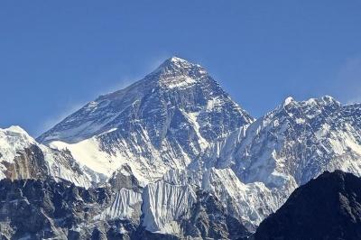 Туристичний збір за сходження на Еверест відмінили