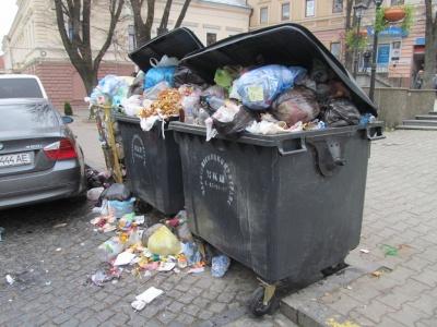 """""""Сміття вивозитимуть з міста, доки його не приберуть"""", - комунальники про прибирання у Чернівцях"""