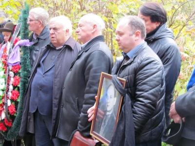 У Чернівцях попрощалися з відомим телеведучим і журналістом Василем Селезінкою (ФОТО)