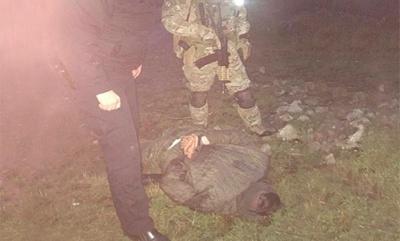 На Буковині поліція затримала п'яного чоловіка, який погрожував сестрі гранатою