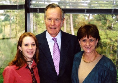 Екс-президент США Джордж-Буш старший знову опинився у центрі скандалу