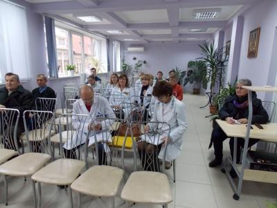 У Чернівцях лікарі розповідають пацієнтам про медичну реформу