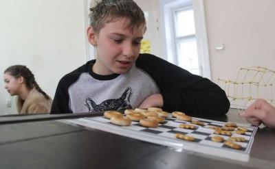 У Чернівцях студенти та учні шкіл грали у їстівні шашки (ФОТО)