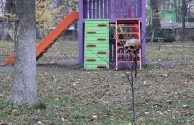 У Сторожинці у парку жителі виявили людський череп: поліція проводить слідчі дії (ФОТО)