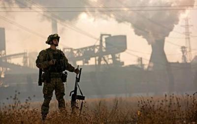 Ситуація на Донбасі залишається напруженою, - штаб АТО