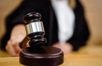 На Буковині суд оштрафував директора школи за те, що нараховував зарплату своєму синові, який перебував за кордоном