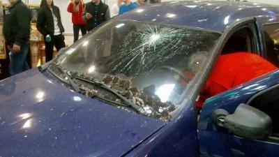 У Харкові водій протаранив вхідні двері гіпермаркету і прокотився по залу