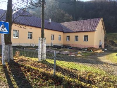 На Буковині ремонтують гірську школу, якій понад 150 років