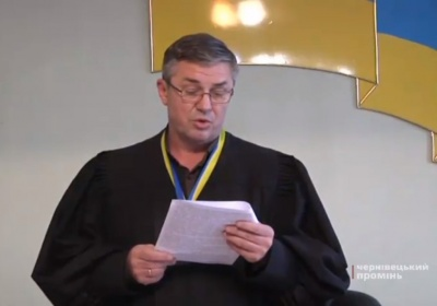 У Чернівцях депутатові, якого «взяли» на хабарі, суд обрав домашній арешт