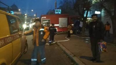 У центрі Чернівців горить приміщення магазину (ФОТО)