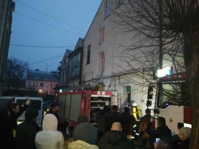 У Чернівцях рятувальники ліквідували пожежу в магазині на вулиці Героїв Майдану