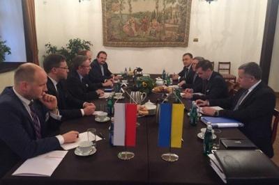 Україна зніме мораторій на ексгумацію у місцях поховання поляків