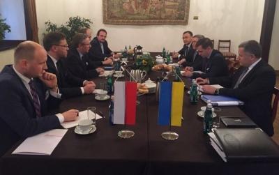 Україна та Польща домовилися зняти мораторій на ексгумацію польських могил