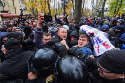 В Одесі під час протесту розбили голову начальнику поліції