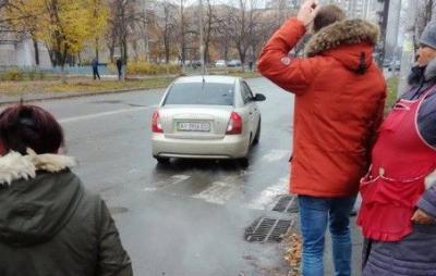 У Києві на очах у перехожих викрали жінку (ВІДЕО)