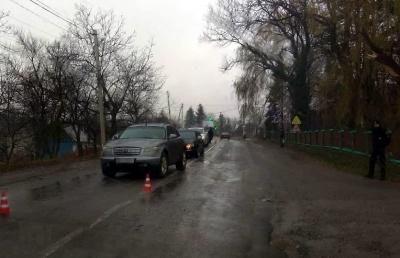 На трасі «Сторожинець-Чернівці» майже одночасно сталися дві ДТП: постраждало службове авто поліції