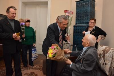 У Чернівцях заслужений вчитель України відзначив 100-річний ювілей