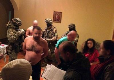 На Буковині Нацполіція затримала групу осіб, що викрадала елітні авто у Німеччині та перепродавали їх в Україні