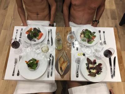 У Парижі відкрився перший ресторан для нудистів