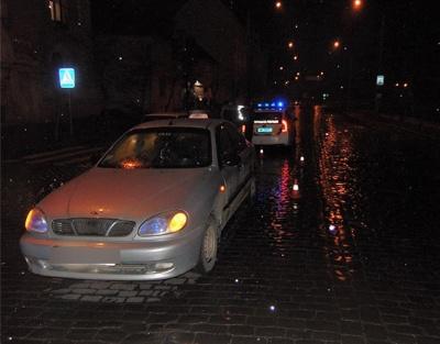 У Чернівцях знову ДТП на переході: авто збило пішохода