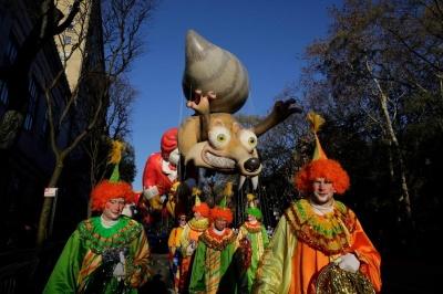 Нью-Йорк відсвяткував День подяки видовищним парадом (ФОТО)