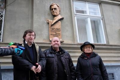 У Чернівцях депутат Моклович пропонує демонтувати пам'ятну дошку заслуженому журналісту Пелеху