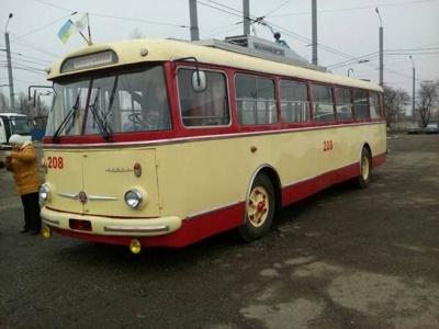 Чорна п'ятниця, п'яний водій-утікач та відновлений 40-річний тролейбус: головні події Буковини за минулу добу