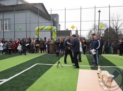 Футбольний майданчик із штучним покриттям відкрили у селі на Буковині