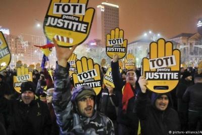 Десятки тисяч людей мітингують у Румунії проти корупції