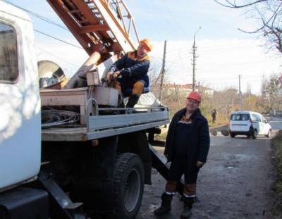 Обленерго у Чернівцях замінило майже два кілометри повітряних ліній (ФОТО)