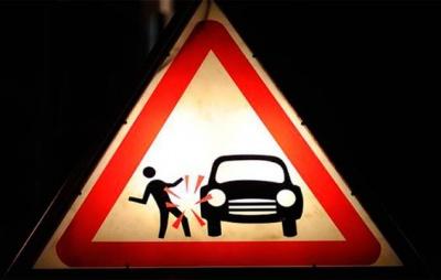 У Чернівцях водій «УАЗу» на «зебрі» збив дівчину: медики госпітазували пішохода з переломами