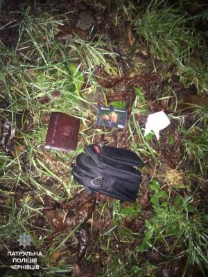 Вночі на вулиці у Чернівцях побили і пограбували чоловіка