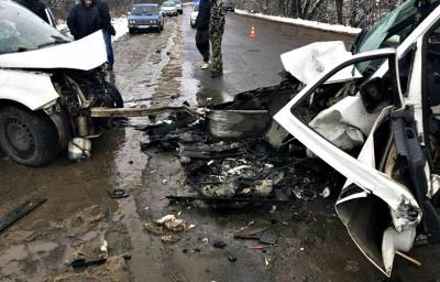 У поліції Буковини повідомили деталі страшної ДТП у Буденці: один з водіїв у важкому стані