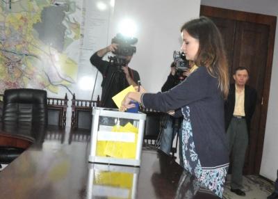 Каспрук голосував червоною ручкою, а депутати фотографували бюлетені: як обирали секретаря Чернівецької міськради