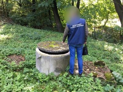 На Буковині поліція викрила підприємця, який незаконно видобував артезіанську воду