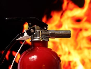 У Чернівцях загорілося припарковане авто