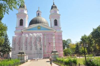 Собор у Чернівцях повністю перефарбують наступного року
