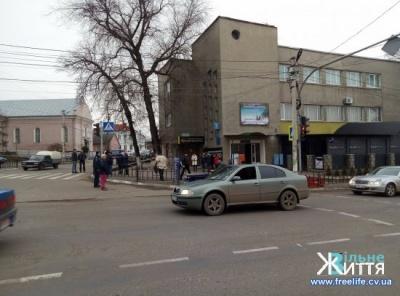 У Чернівецькій області авто на переході збило школярку