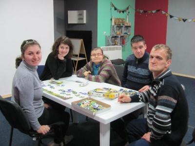 «Прикипіла я серцем до них»: чернівчанка створила центр для молодих інвалідів