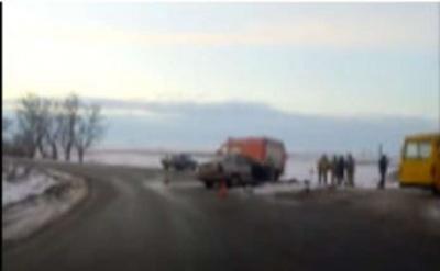 Легковик на Буковині врізався в автобус – водій авто загинув