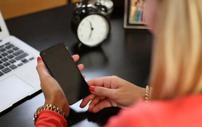 Вчені дослідили, як залежність від смартфону впливає на мозок