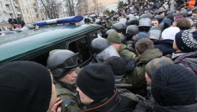 Прихильники Саакашвілі витягли його з машини правоохоронців