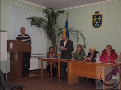"""На виборах до ОТГ на Буковині 13 кандидатів """"засвітилися"""" у двох партіях"""