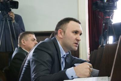 Черновицкий горсовет обратится к Порошенко и Гройсману о праве украинцев на владение оружием