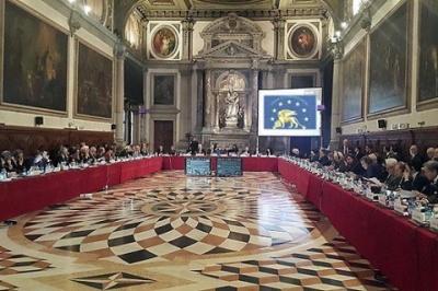 """Венеціанська комісія закликала Україну внести зміни до """"закону про освіту"""""""