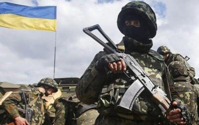 «Армія організована, але ще лишився «совок»: бійці та волонтери з Чернівців розповіли про військо