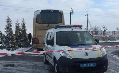Неподалік Львова, вибуховим пристроєм пошкодили польський автобус