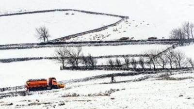 Аномальные снегопады парализовали Великобританию: нет света, отменены авиарейсы (ВИДЕО)